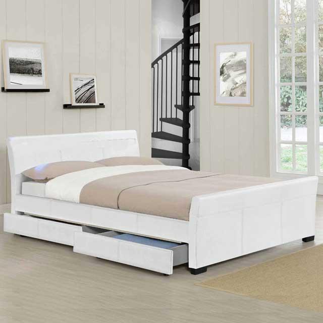 Tempat tidur putih minimalis laci