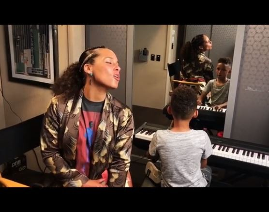 Adorable video of Alicia Keys singing while her 7-year-old son Egypt plays the piano