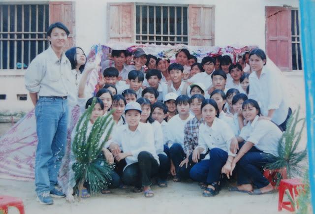 Lớp 10C Nguyễn Trung Thiên khóa 2000 - 2003 ( chụp năm lớp mười - 2001)