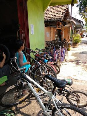 ke tukang sepeda