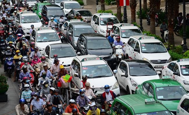 Chuyện người Việt mua ô tô trên báo Mỹ