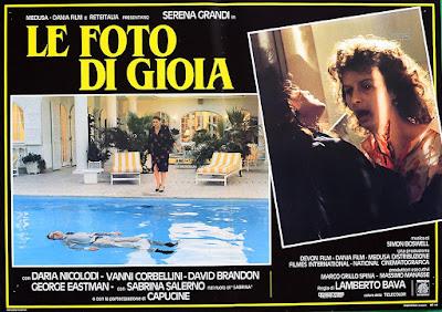 lobby card de DELIRIUM (LE FOTO DI GIOIA), thriller érotique de Lamberto Bava avec Serena Grandi