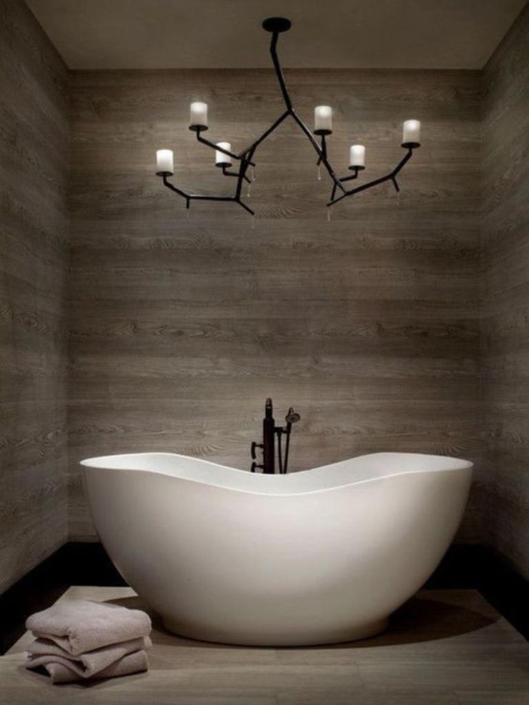bañera ovalada blanca grande