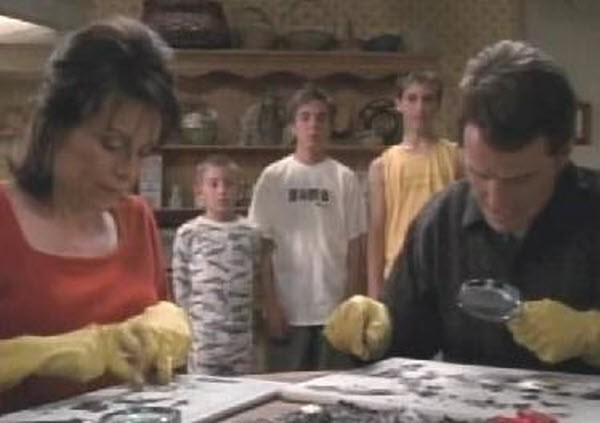 Malcolm in The Middle - Season 3 Episode 08:  Poker