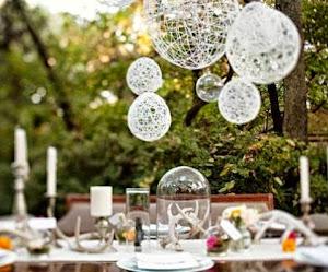Esferas para decorar ambientes naturales