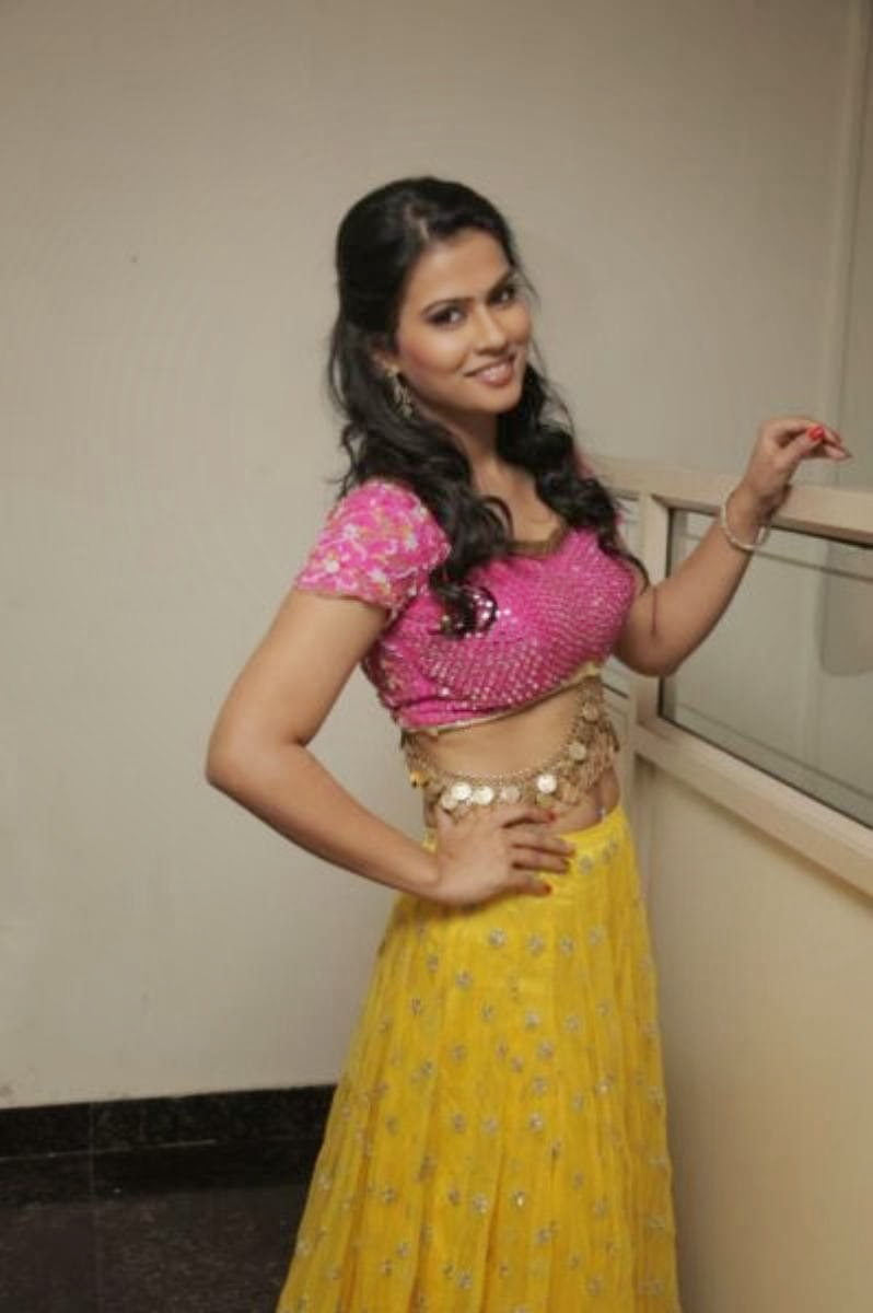 Hot and sexy Sharmila mandre in ethnic dancing dress