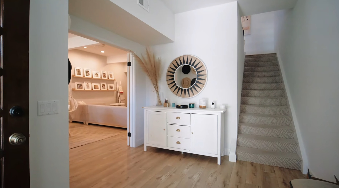 27 Interior Design Photos vs. Tour Luxury Townhouse Near Palisades Village, CA