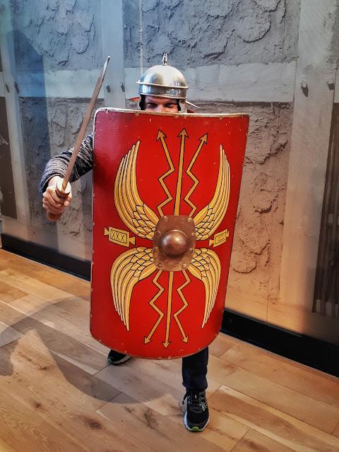 The social traveler as a Roman in Colonia Ulpia Traiana in Xanten