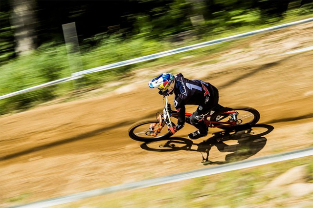2016 Mont Sainte Anne UCI World Cup Downhill: Results and Highlights Aaron Gwin