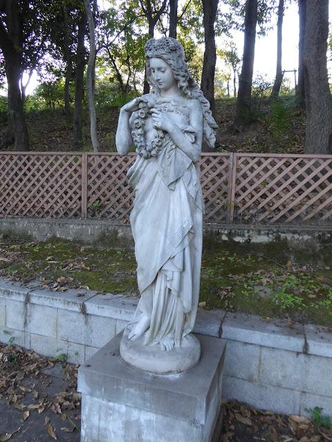 花博記念公園鶴見緑地 フランスの庭園 像
