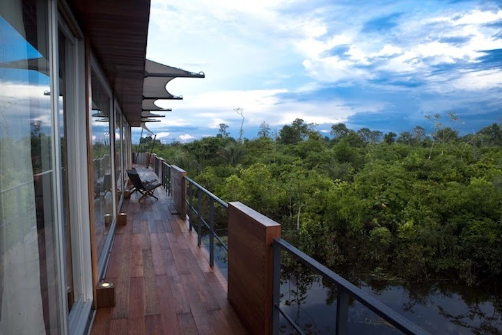 08-Balcony-Aqua-Expeditions-Five-Star-Hotel-Aria-Amazon-Floating-Architecture-www-designstack-co
