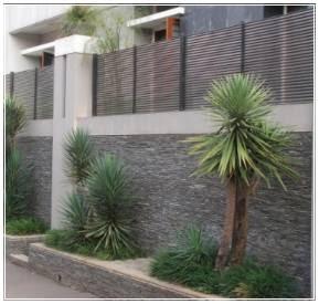 foto pagar minimalis dengan tembok batu alam