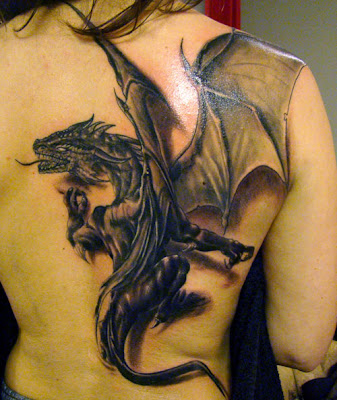 TATTOO DE DRAGON, TATUAJE DE DRAGON EN LA ESPALDA