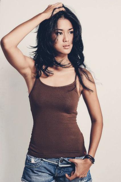 Kumpulan foto artis cantik pakai tank top seksi dzargon for Foto top