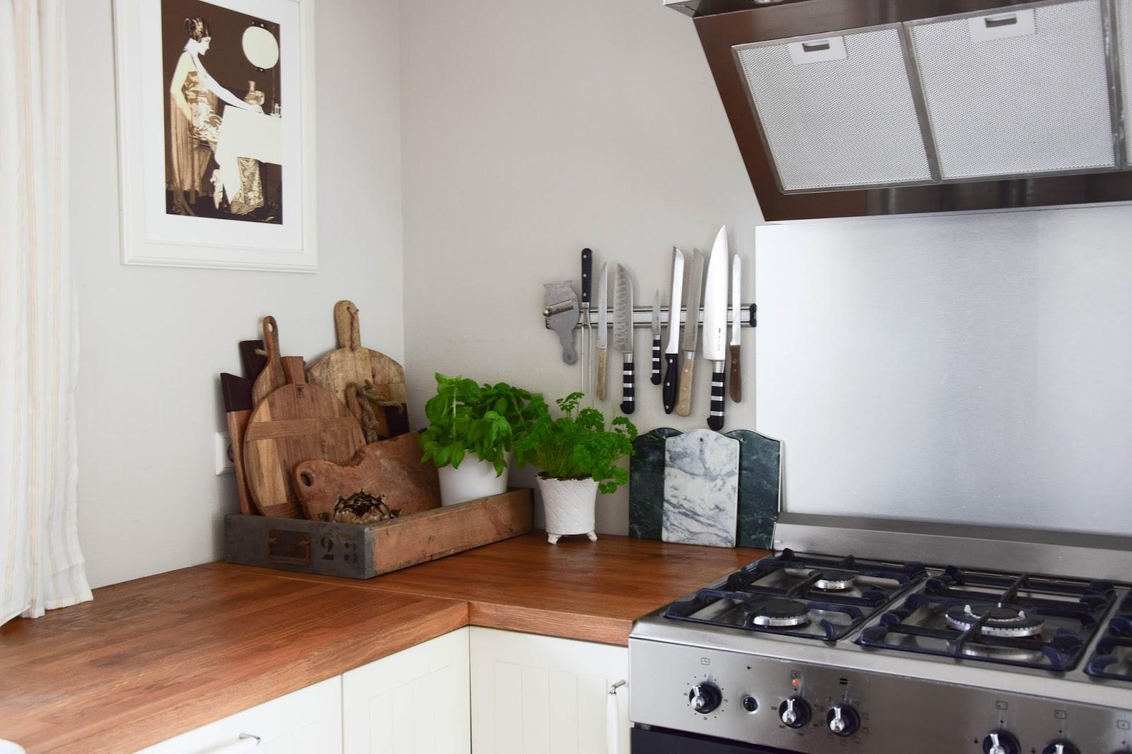 die perfekte aufbewahrung und die sch nsten schneidebretter f r eure k che eclectic hamilton. Black Bedroom Furniture Sets. Home Design Ideas
