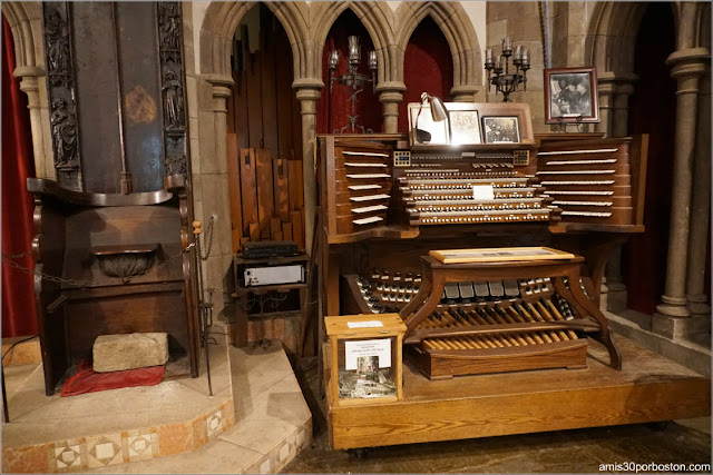 Órgano en el Great Hall del Castillo Hammond, Gloucester