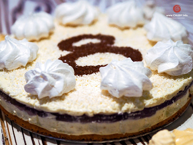 Tort śmietanowo-serkowy na 8 urodziny bloga