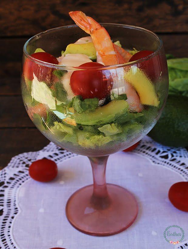 C ctel de langostinos con tomate y aguacate el jard n de for Coctel con zumo de tomate
