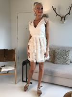 https://www.styliz.be/products/dress-nicky-lace-beige