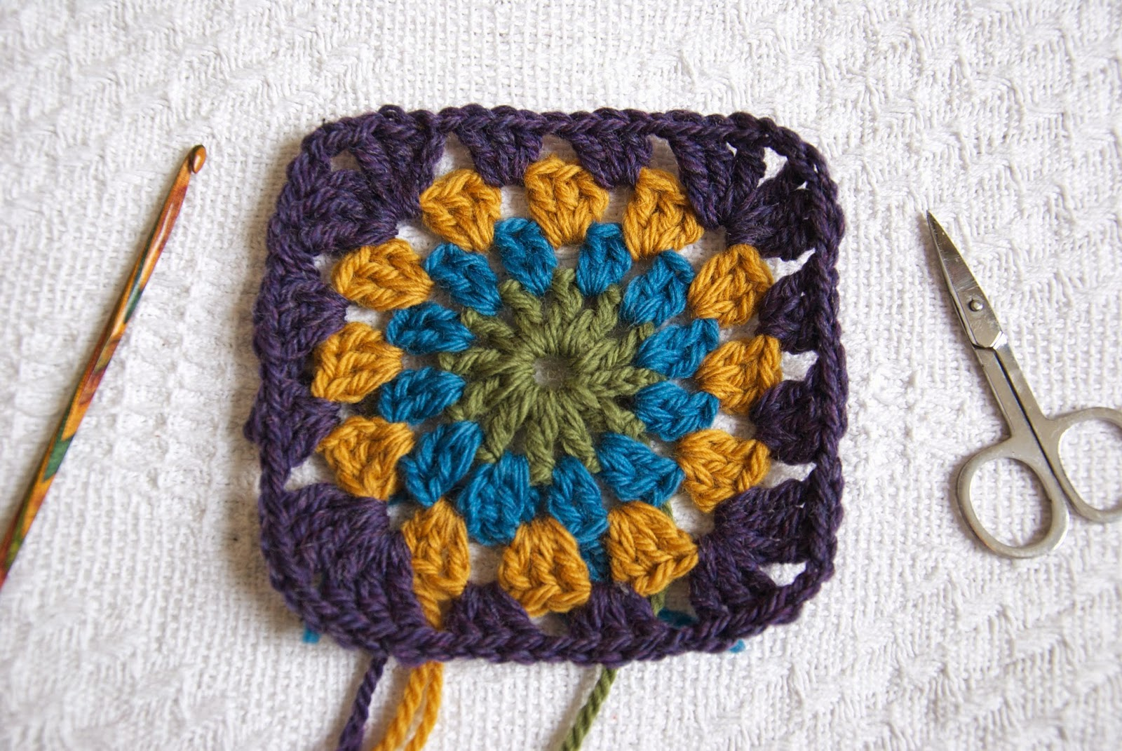 Crochet this classic granny square with a circle centre, using this free pattern.