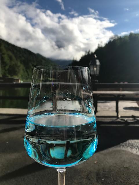 Welcome Drink, exotisch heiraten, Malediven Karbiik-Hochzeit im Seehaus, Riessersee Hotel Garmisch-Partenkirchen Bayern, Hochzeitsplanerin Uschi Glas