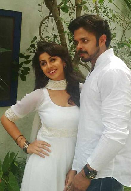 Hot Malayalam actress Nikki Gilrani images
