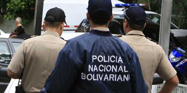 Policías detienen a Policías cuando asaltaban a una mujer y a su niño