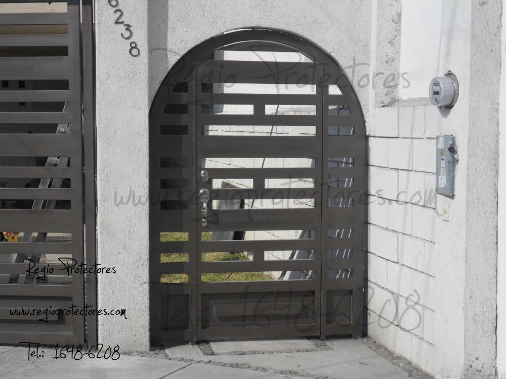 Regio Protectores: Portón Corredizo De 3 Hojas Y Puerta