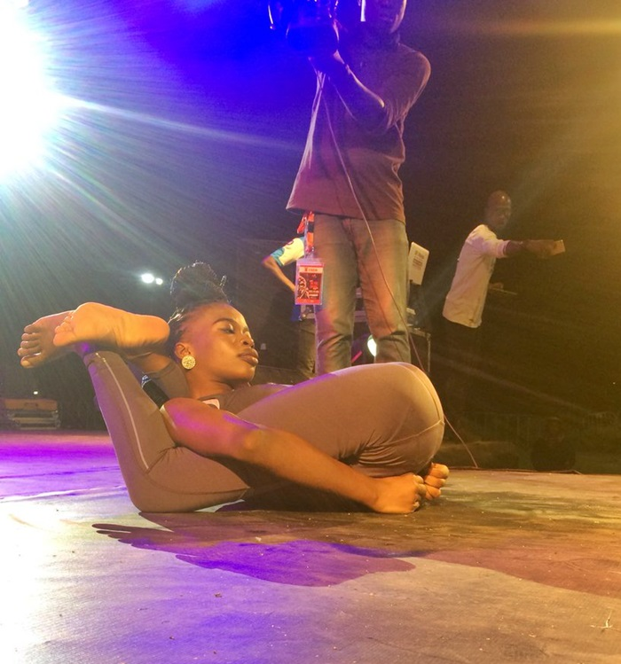 OMG! This Is Shocking: Girl Thrills Lagosians With Her Amazing Flexibility At 1Lagosfiesta (Photos)