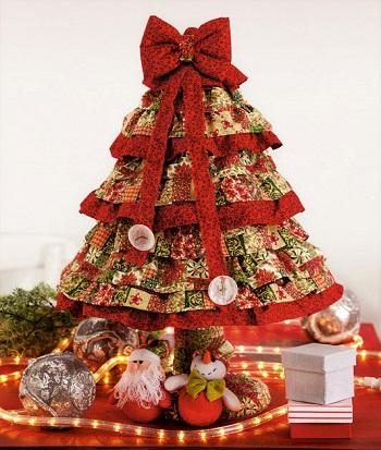 Decore Sua Casa Para O Natal  Ideias Brilhantes e Simples Arvore de natal na mesa
