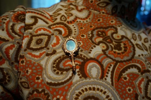 broche miroir  hand held mirror brooch