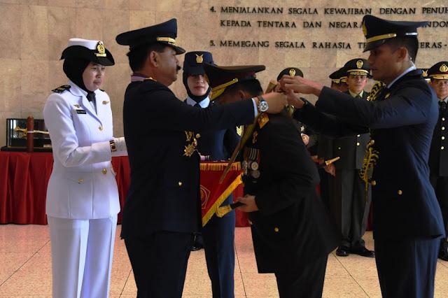 Panglima TNI dan Kapolri Terima Bintang Kehormatan