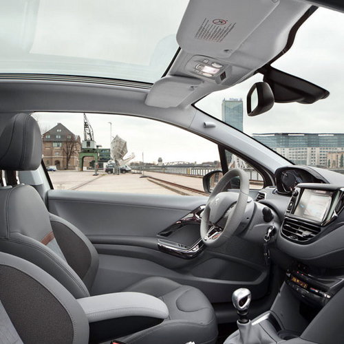 premiere in the 208 peugeot connect apps the automotive world blog. Black Bedroom Furniture Sets. Home Design Ideas