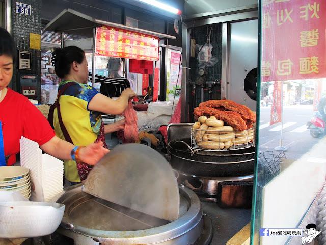 IMG 8702 - 第五市場蚵仔粥│在地人的好口味, 除了蚵仔粥,肉捲、紅燒肉也是必點