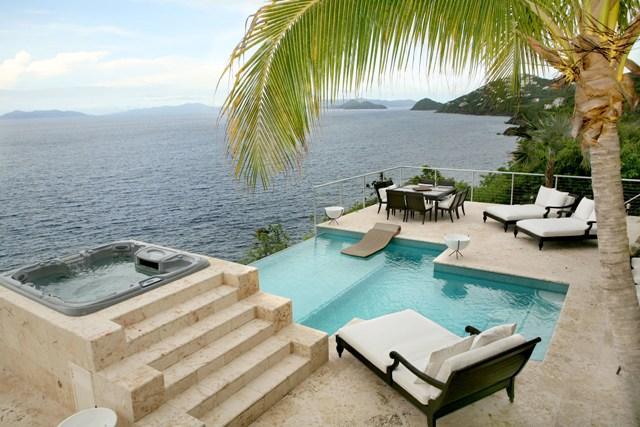 Terrase avec piscine + Vue sur la mer  Saint Thomas iles vierges américaines