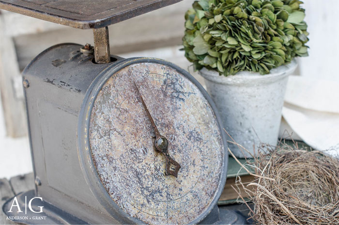 Update a rusty antique kitchen scale with chalk paint for affordable and stylish farmhouse decor. #diy #farmhouse #farmhouseDIY #andersonandgrant