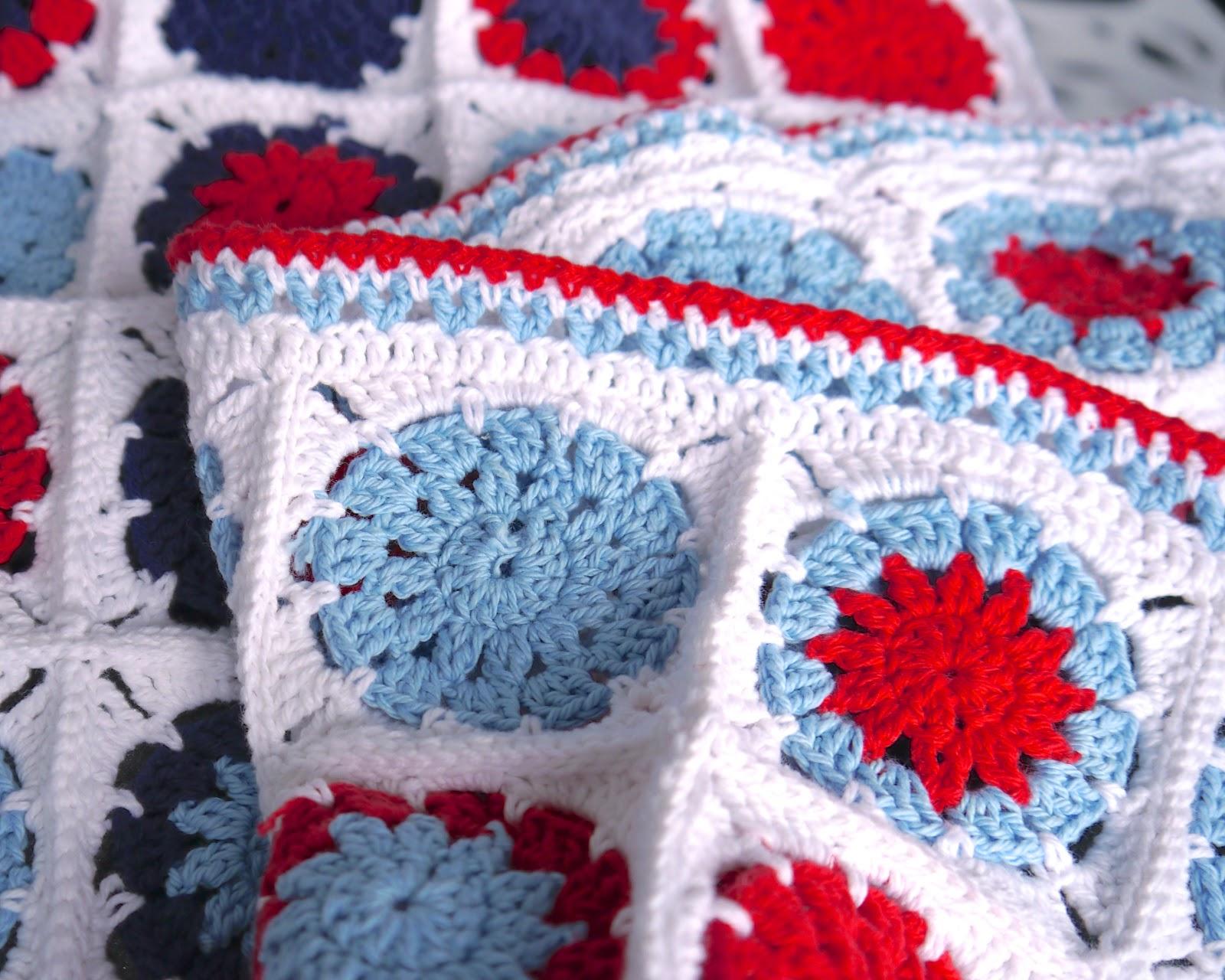 Make it // Crochet Cotton Baby Blanket (circle in square) - Sarita Creative