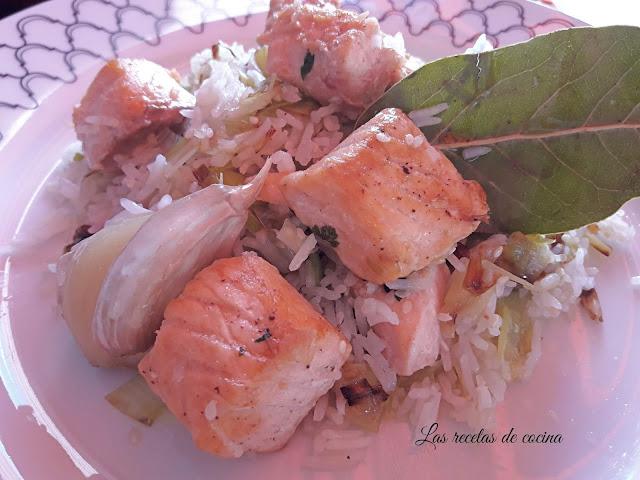 Arroz basmati aromatizado acompañado de salmón