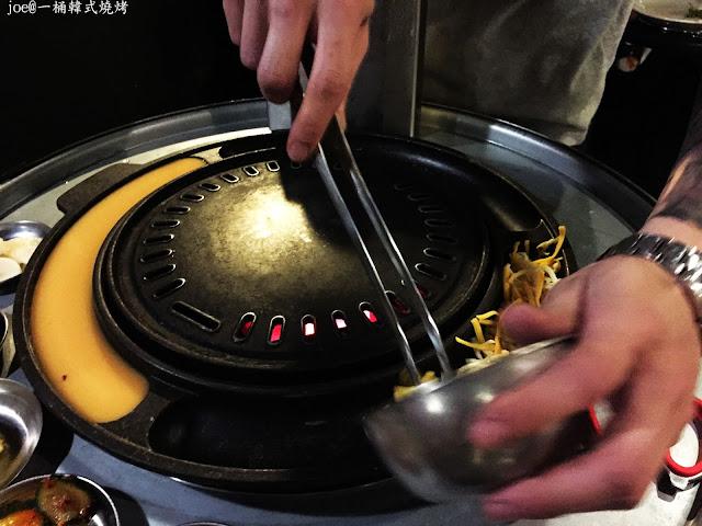 IMG 4244 - 【台中美食】好想念韓國的燒肉啊!!!『一桶韓式燒烤』讓你重溫韓國燒肉的舊夢阿!!!@一桶@韓式燒烤@油桶燒烤@烤蛋@起司@五花肉