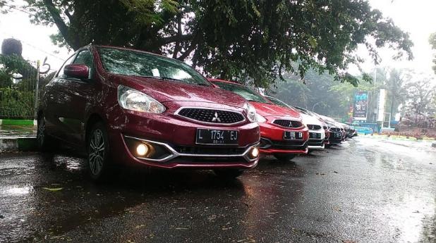 Jangan Membiarkan Mobil Setelah Terkena Air Hujan