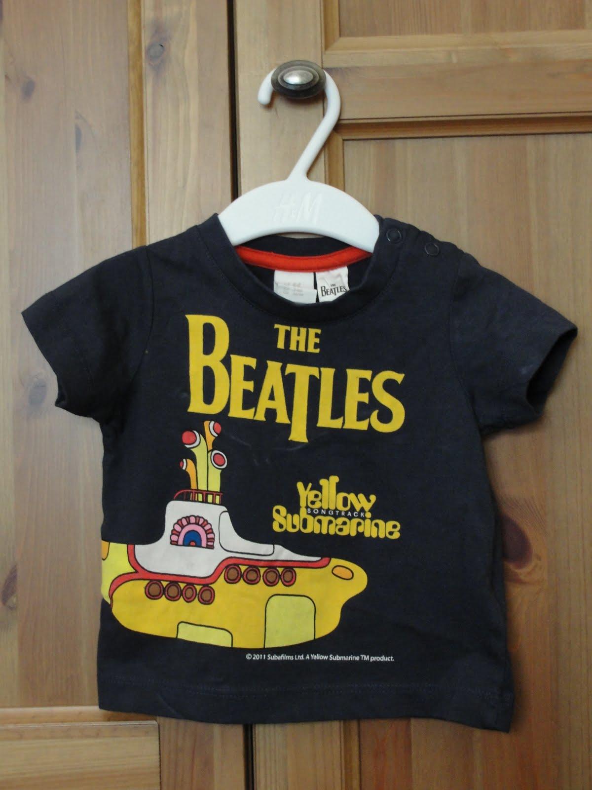 07fa654e5 ¿Pero cómo resistirse a esa camiseta de los Beatles talla 2-4 meses   Imposible