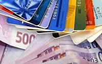 Το μεγάλο κόλπο με τις χρεωστικές κάρτες. — Έτσι πλουτίζουν οι τράπεζες από την τσέπη μας...