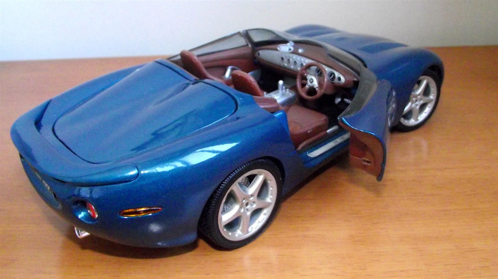 writeme: Jaguar XK 180 Concept - 1/18 - Maisto