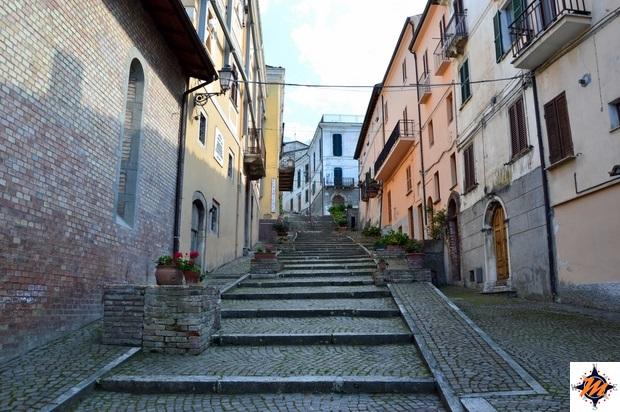 Castelli, scalinata di via Concezio Rosa