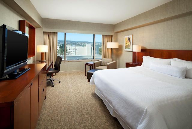 Encounter a peaceful stay at The Westin San Francisco Airport. This waterfront hotel offers stylish rooms with views and deluxe amenities, near the airport.