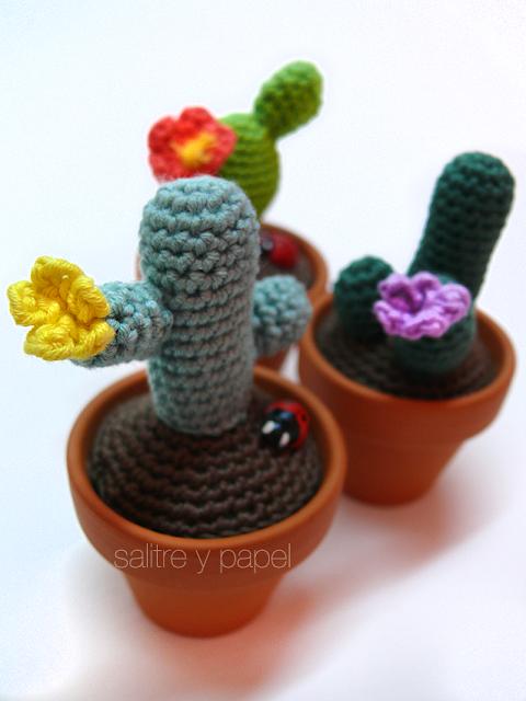 Cactus amigurumi con flor
