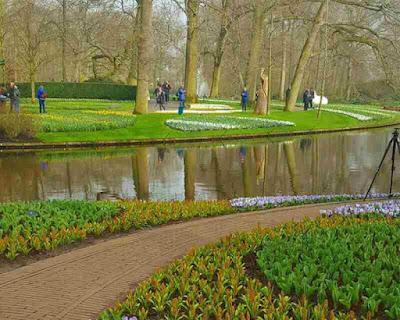 Keukenhof  (The Tulips Garden), Tempat Wisata di Belanda Terbaik yang Wajib Dikunjungi, wisata belanda murah, tempat wisata di amsterdam, tempat wisata di belanda saat musim dingin, tempat belanja di belanda, paket wisata belanda, tempat romantis di belanda, taman bunga belanda, taman belanda