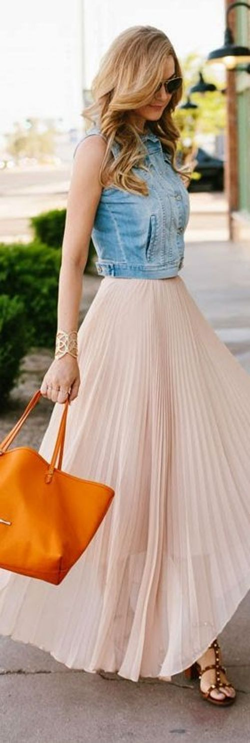 street style: chic outfit with light pink maxi skirt