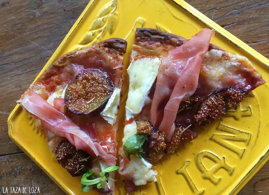 porciones-de-pizza-con-higos-jamón-serrano-y-dos-quesos