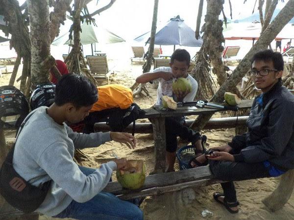 Hidangan Kuliner di Pantai Merah Banyuwangi